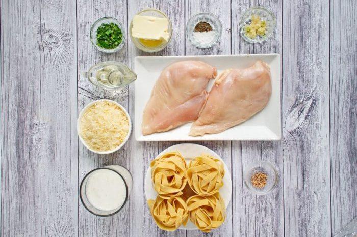 Ingridiens for Classic Chicken Alfredo Pasta