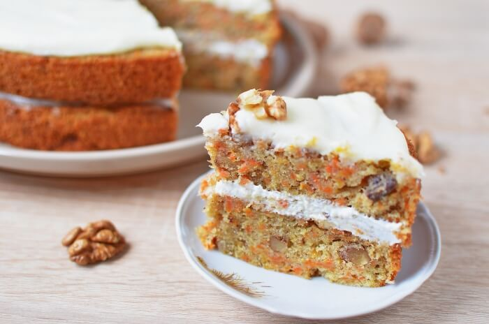 How to serve Easy Carrot Cake