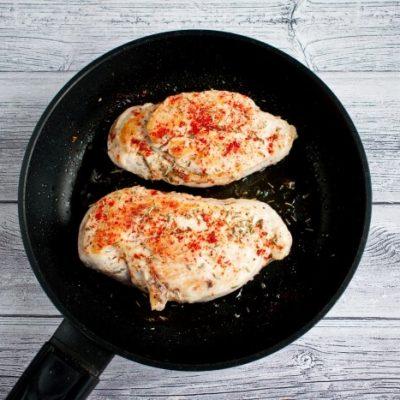 Easy Low-Carb Mozzarella Chicken recipe - step 3