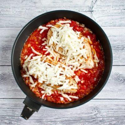 Easy Low-Carb Mozzarella Chicken recipe - step 5