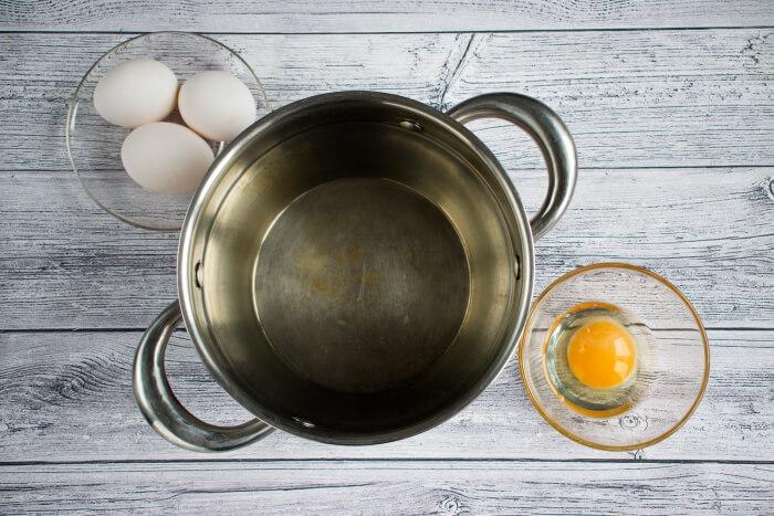 Easy Eggs Benedict recipe - step 2