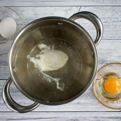 Easy Eggs Benedict recipe - step 4