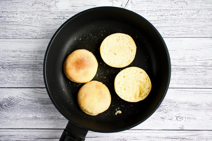 Easy Eggs Benedict recipe - step 5