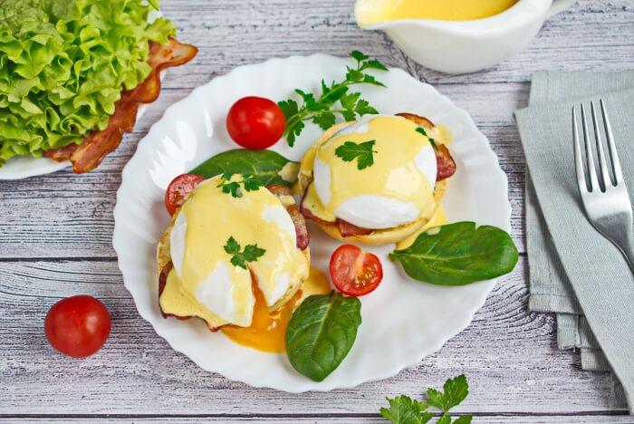 How to serve Easy Eggs Benedict