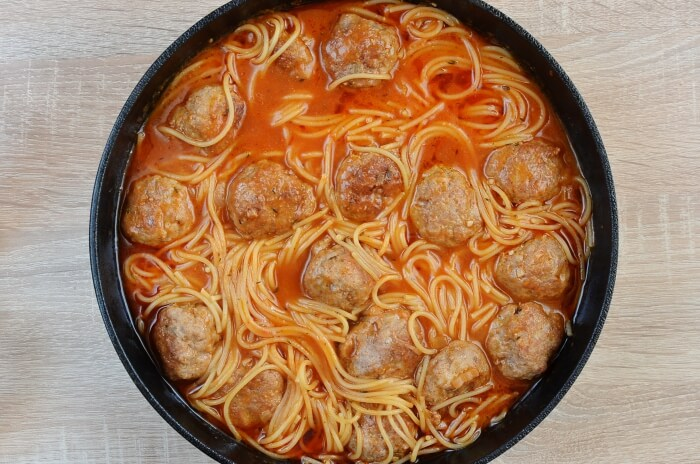 One-Pot Meatballs with Spaghetti recipe - step 5