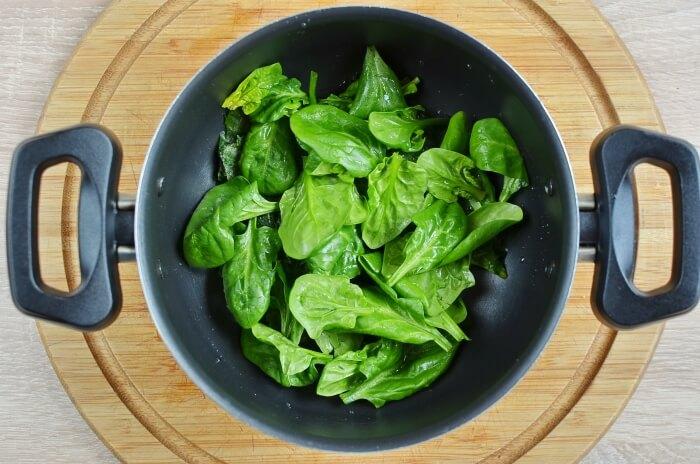 Homemade Spinach Noodles recipe - step 1