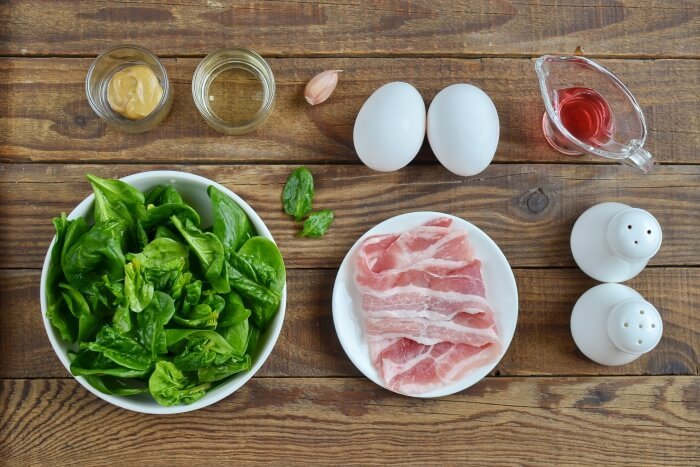 Ingridiens for Keto Spinach Salad with Bacon and Eggs