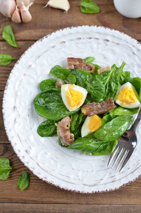 Tasty high in protein and low-carb warm salad