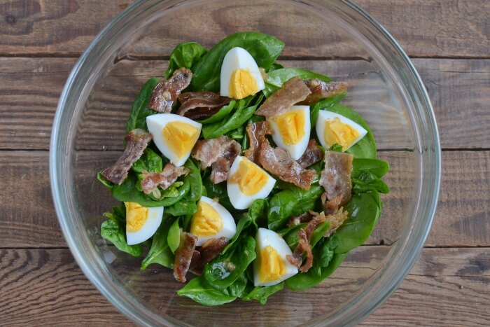 Keto Spinach Salad with Bacon and Eggs recipe - step 4