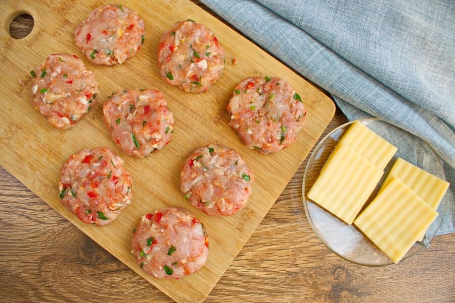 Cheese-Stuffed Turkey Burgers recipe - step 2
