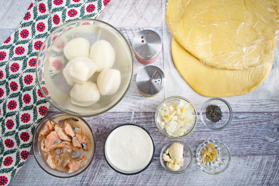 Ingridiens for Creamy Salmon Pie