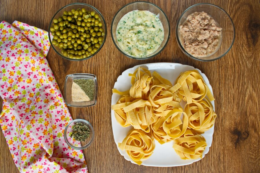 Ingridiens for Creamy Tuna Pasta