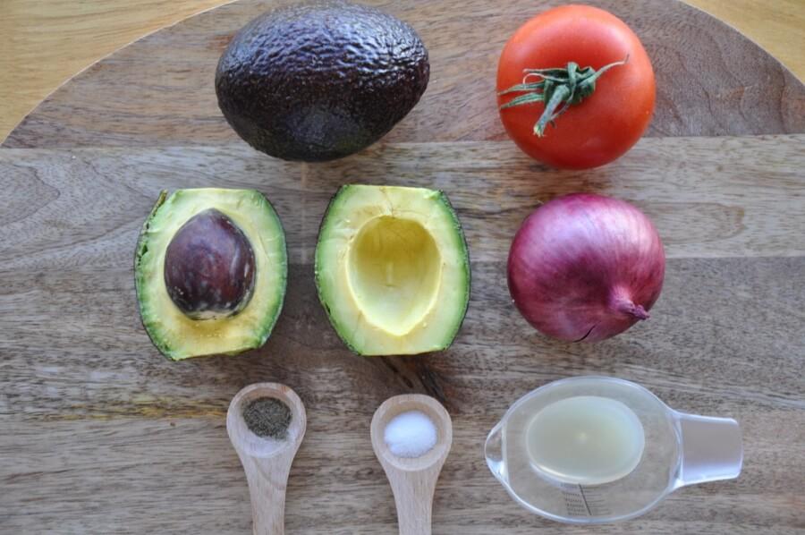 Ingridiens for Easy Keto Guacamole with Avocado