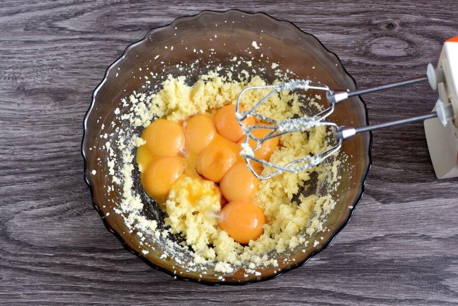 Easy Vanilla Sponge recipe - step 4