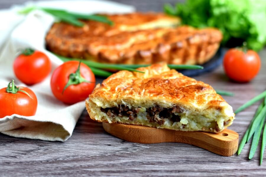 How to serve Meat and Onion Pie