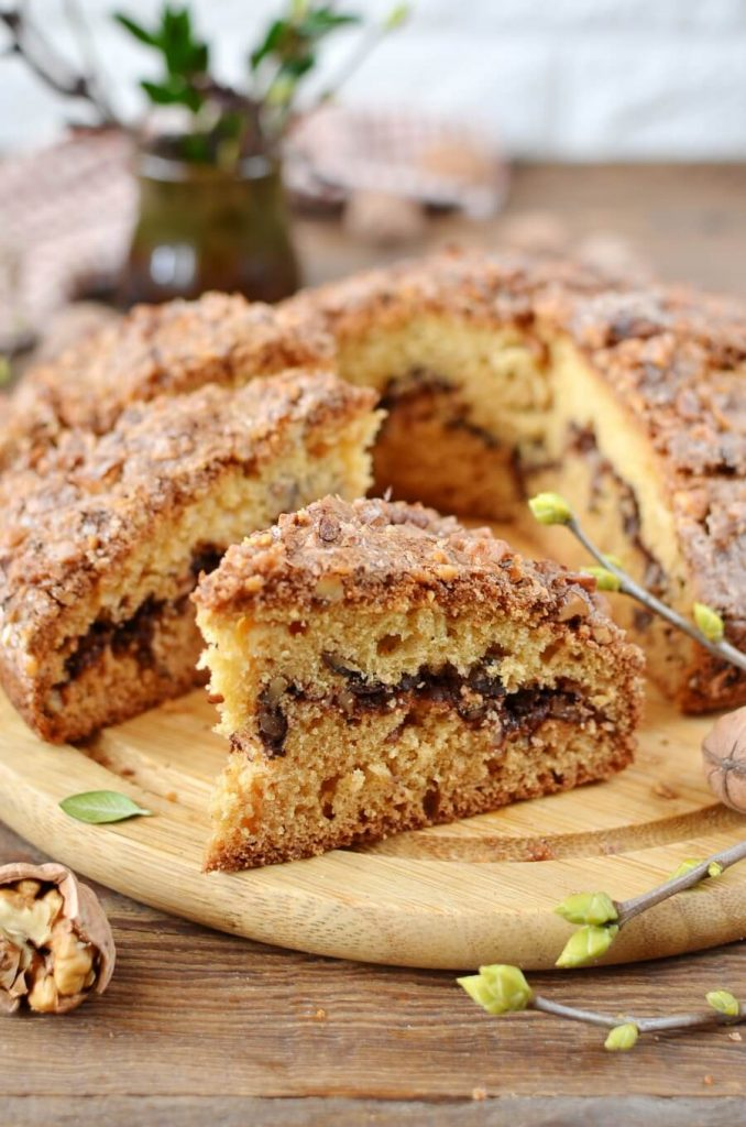 Streusel coffee cake recipe with walnuts