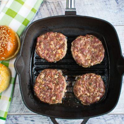 Easy Beef Burger recipe - step 4