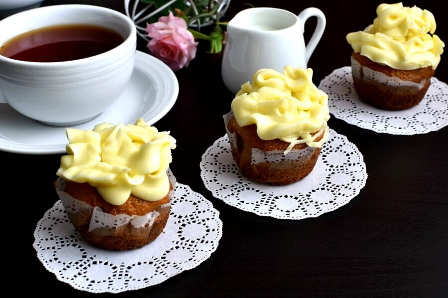 How to serve Vanilla-Frosted Cupcakes