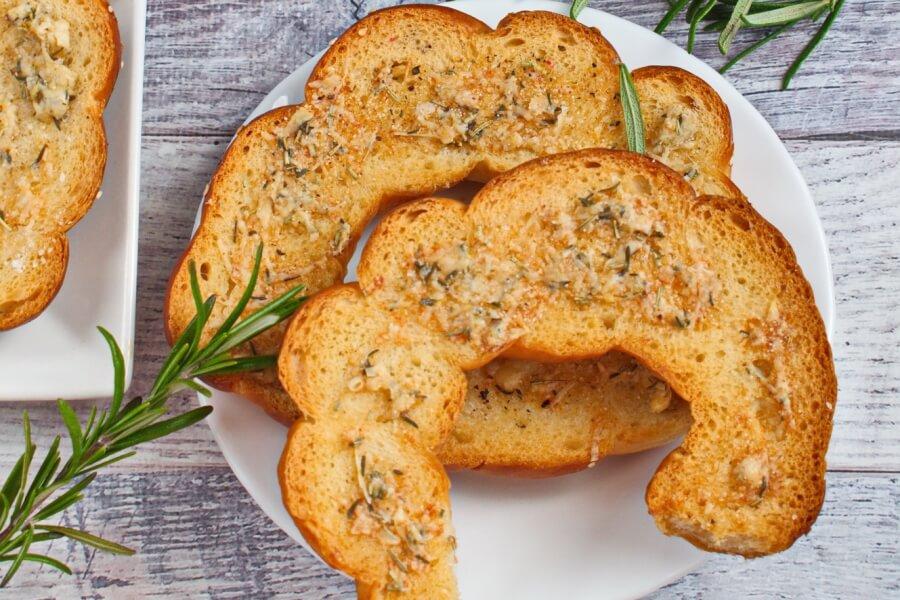 Salted Garlic Bagel Chips recipe - step 4