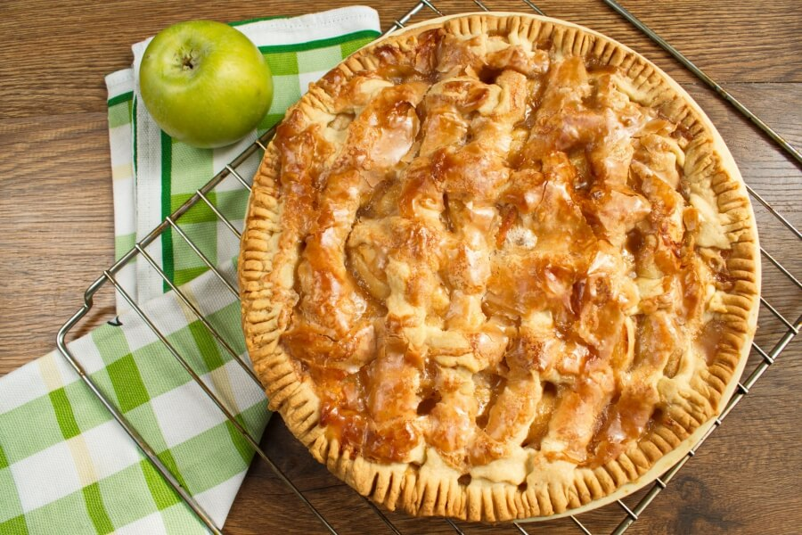 How to serve Apple Pie by Grandma Ople