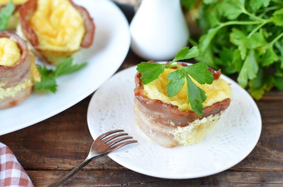 Корзиночки из бекона с омлетом и сыром