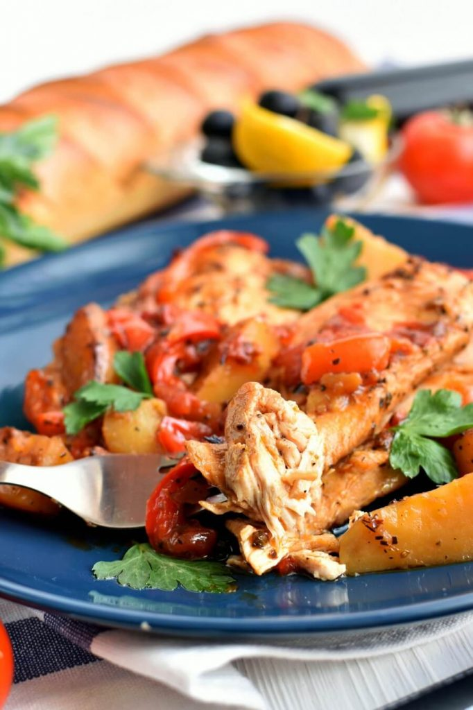Pizza-style chicken baked with capsicum, tomatoes and potatoes