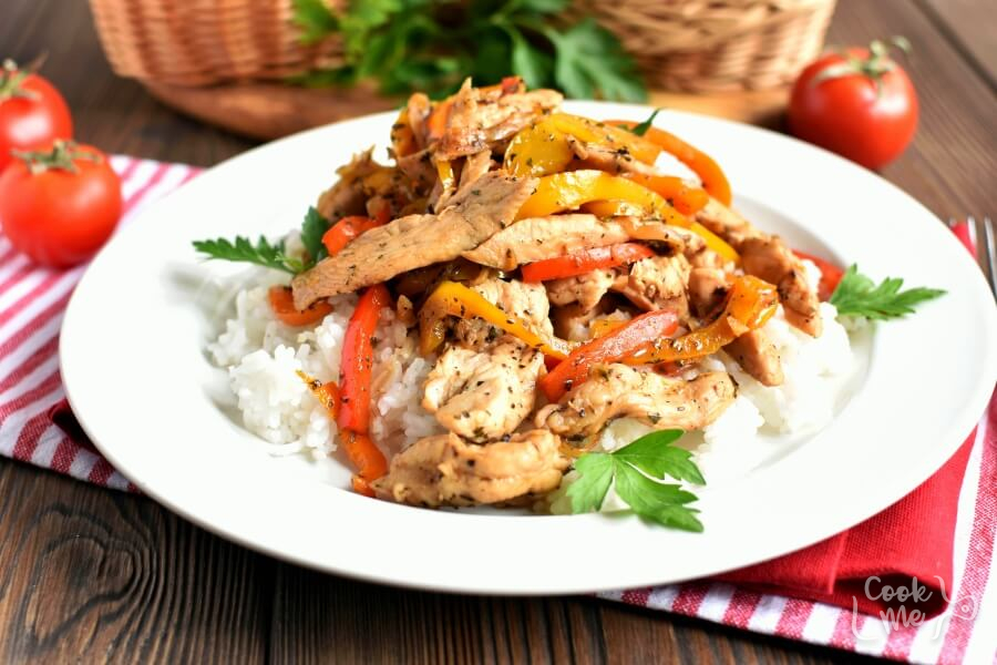 How to serve Low Carb Chicken and Peppers with Balsamic Vinegar