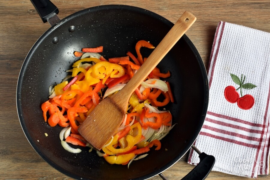 Low Carb Chicken and Peppers with Balsamic Vinegar recipe - step 2