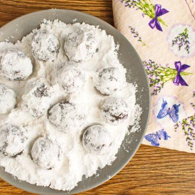Easy Chocolate Crinkles recipe - step 9