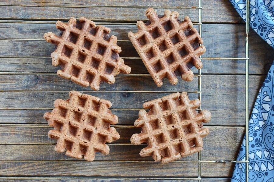 How to serve Chocolate Waffle Cookies
