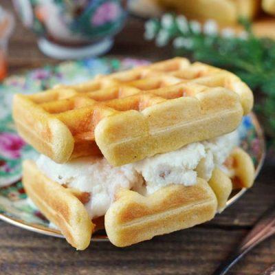 Ice Cream Waffle Sandwich-Homemade Waffle Ice-Cream Sandwiches-Toasted Waffle Ice Cream Sandwich