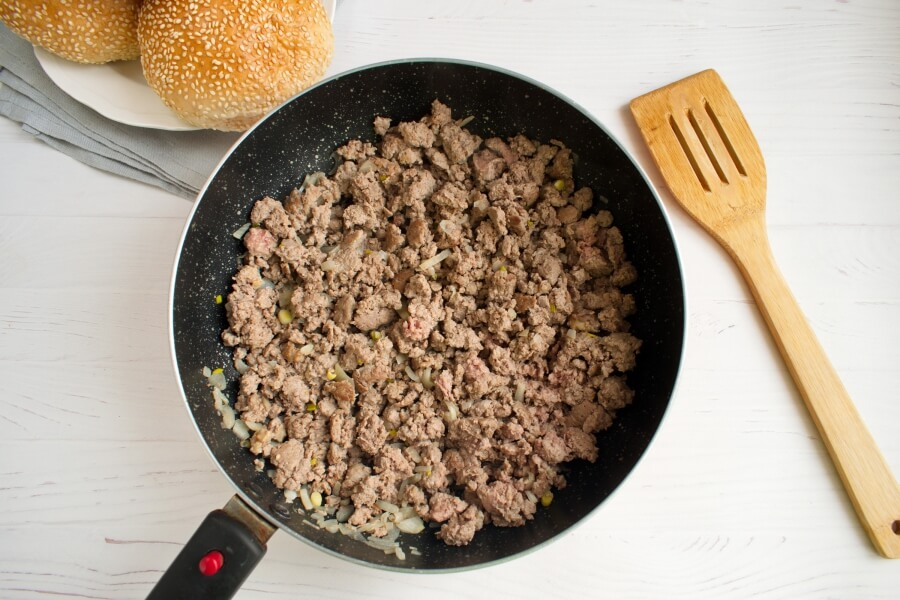 Loose Meat on a Bun, Restaurant Style recipe - step 1