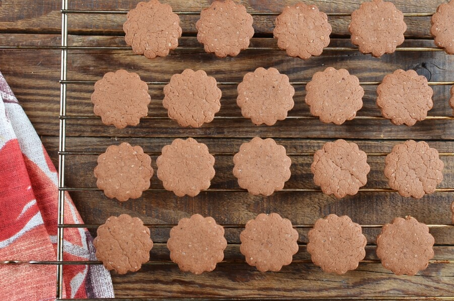 How to serve Moravian Spice Cookie
