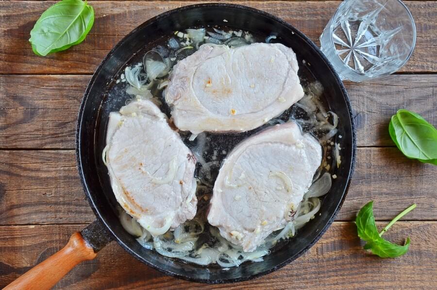 Smothered Pork Chops recipe - step 4