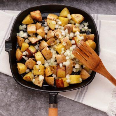 Easy Steak and Egg Hash recipe - step 4