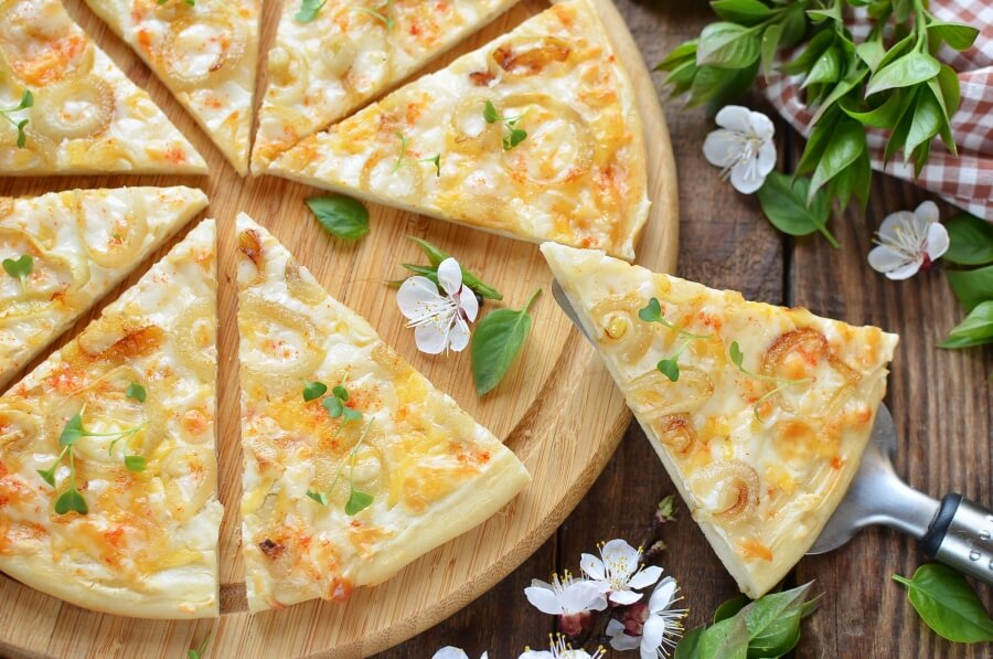 White and Gold Pizza Recipe-How To Make White and Gold Pizza Recipe-Delicious White and Gold Pizza Recipe