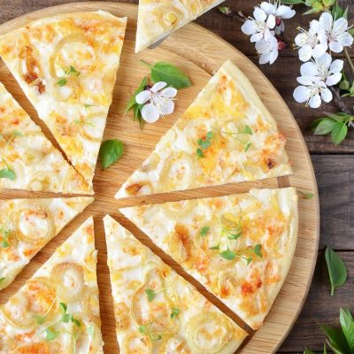 White and Gold Pizza Recipe-How To Make White and Gold Pizza Recipe-Delicious White and Gold Pizza Recipe
