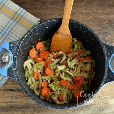Detox Immune-Boosting Chicken Soup recipe - step 2