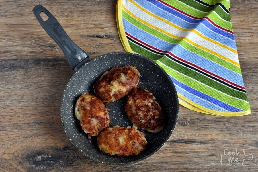 Corned Beef Hash Cakes recipe - step 6
