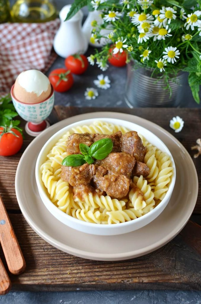 Tender beef in a rich onion sauce