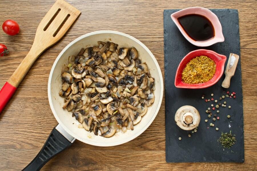 Flank Steak with Creamy Mushroom Sauce recipe - step 4