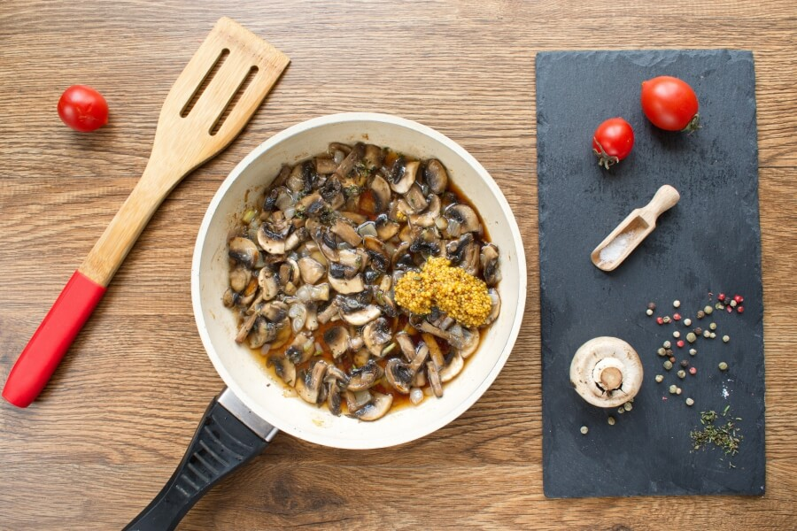 Flank Steak with Creamy Mushroom Sauce recipe - step 5
