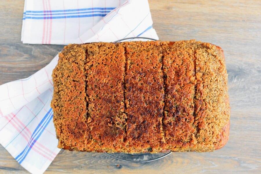 How to serve Queen Elizabeth Cake