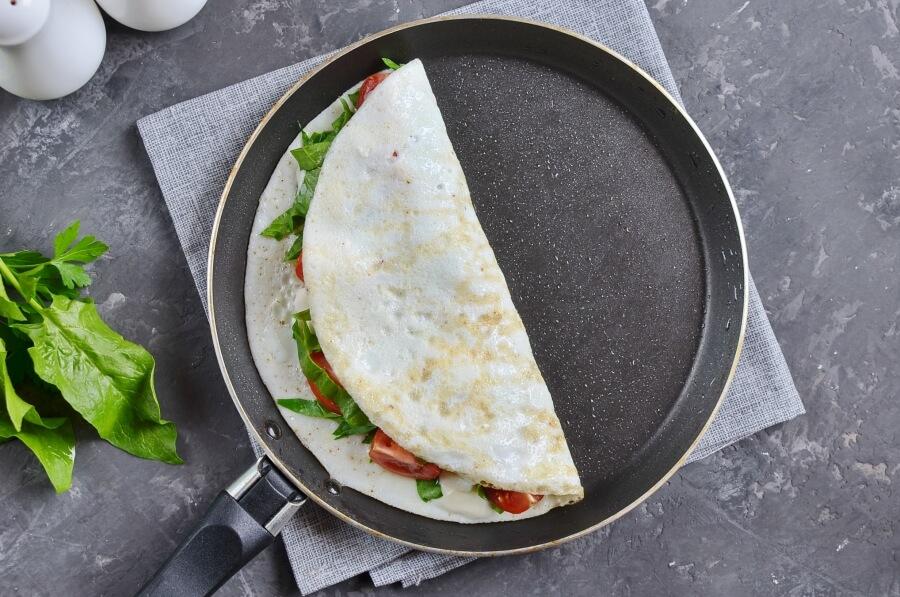 Spinach, Tomato and Feta, Egg White Omelet recipe - step 5