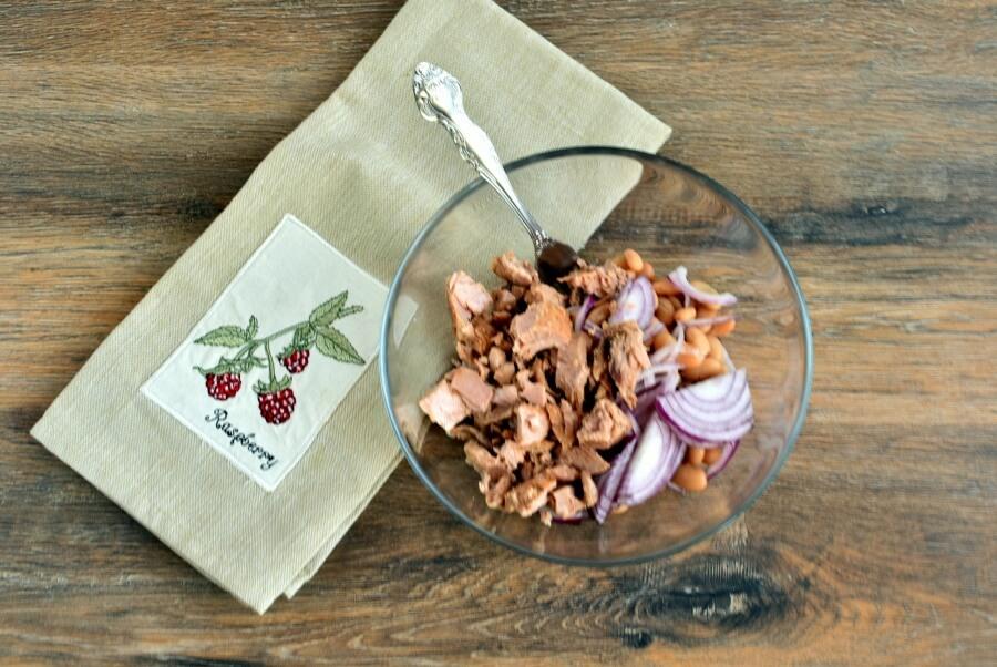 Tuna, White Bean and Dill Salad recipe - step 1