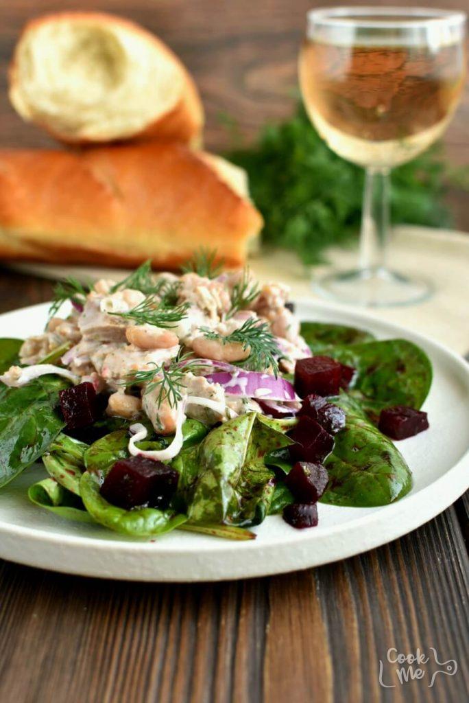 A healthy Tuna and White Bean Salad