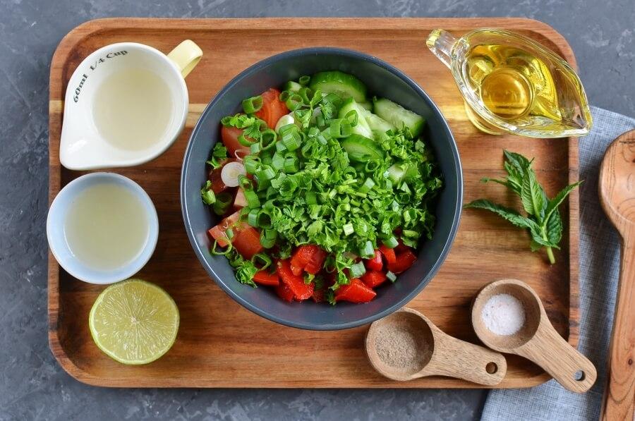Vinagrete (Brazilian Tomato Slaw) recipe - step 1