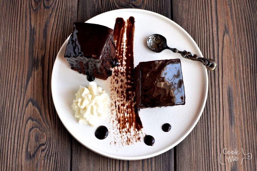 How to serve Wellesley Fudge Cake