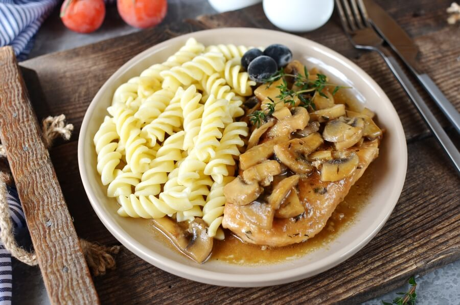 How to serve Chicken Breasts with Balsamic Vinegar and Garlic