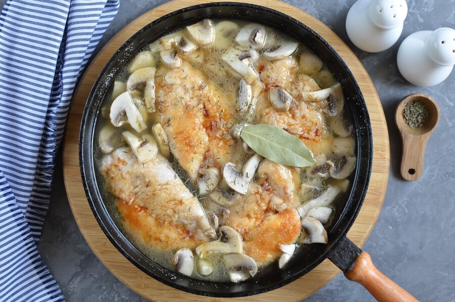 Chicken Breasts with Balsamic Vinegar and Garlic recipe - step 5